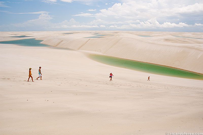 Lagoas azuis e verdes se espalham por centenas de quilômetros