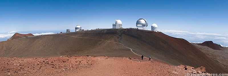 Observatórios vistos a partir do cume do Mauna Kea