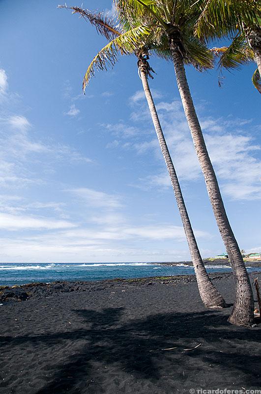 Praia de areia preta Punalu'u