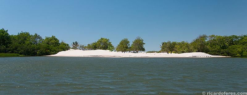Durante a descida do rio há várias praias onde é possível parar para um banho