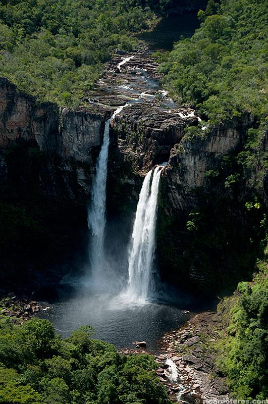 Salto do Rio Preto (120 m) visto da Janela do Abismo