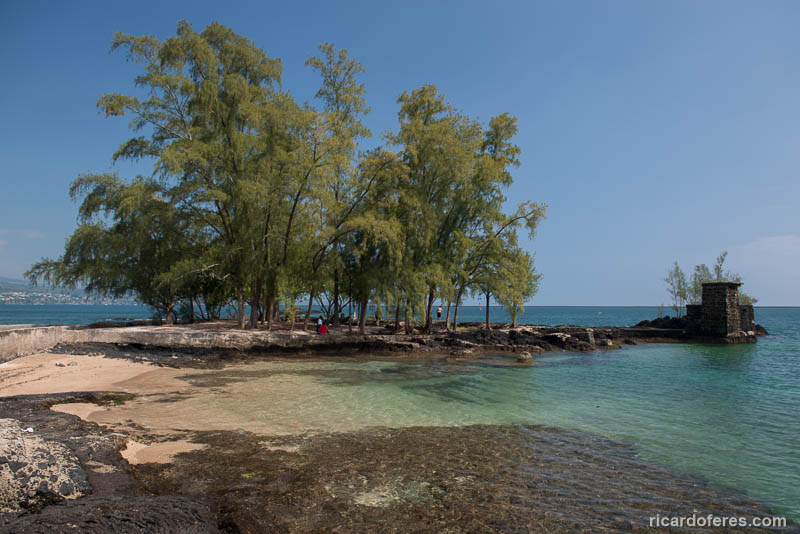 Uma das pequenas praias da ilha Coconut, que conta com áreas para picnic e banheiros