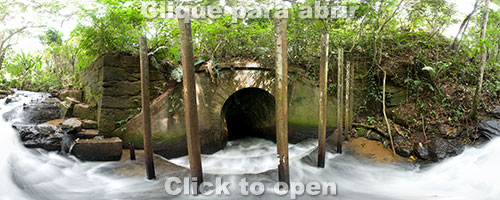 Túnel sob ferrovia no distrito de Matilde